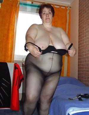 BBW in Bedroom Pics