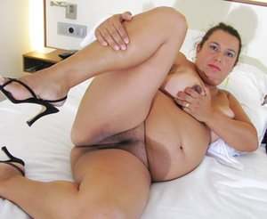 BBW in Bedroom Pics